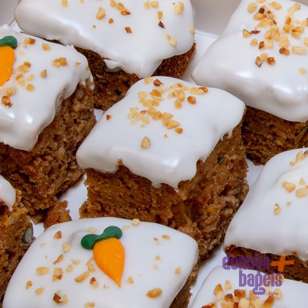 Mini carrot cake detail