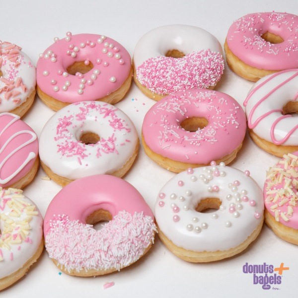 Gender reveal donuts roze
