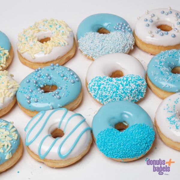 Gender reveal donuts blauw