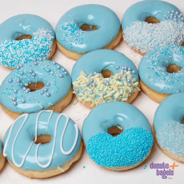 Gender reveal donuts blauw